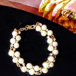 Very pretty! Vintage cluster pearl bracelet